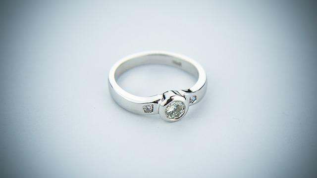 Briliáns karikagyűrűk